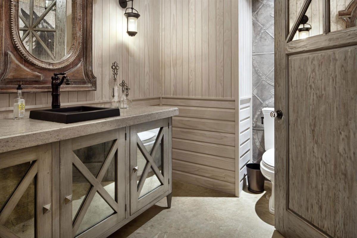 badezimmer rustikal mit waschtischschrank aus holz mit spiegeltüren