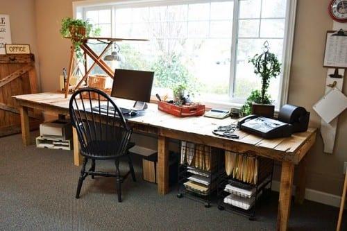 großer Schreibtisch aus Paletten selber bauen