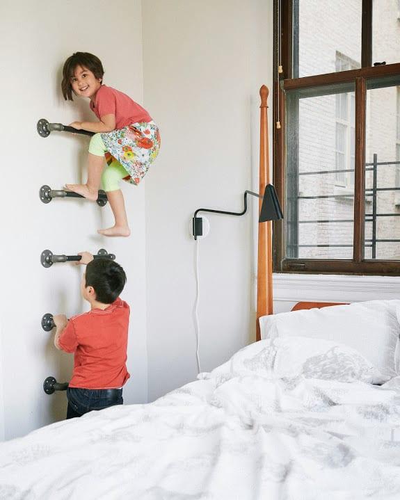 ideen kinderzimmer mit DIY Wandleiter zum Springen