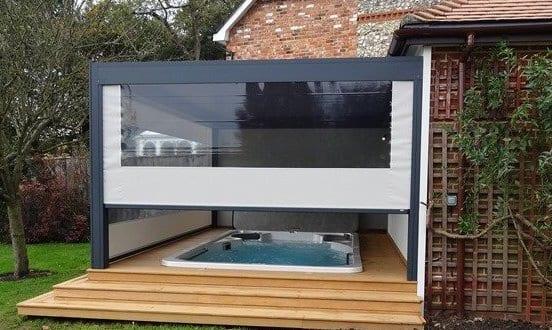 gartengestaltung mit terrassen berdachung und gartenpool freshouse. Black Bedroom Furniture Sets. Home Design Ideas