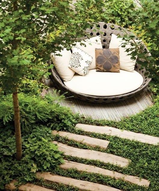 Wunderbar Mein Schöner Garten Mit Runder Gartenliege. Gartengestaltung ...