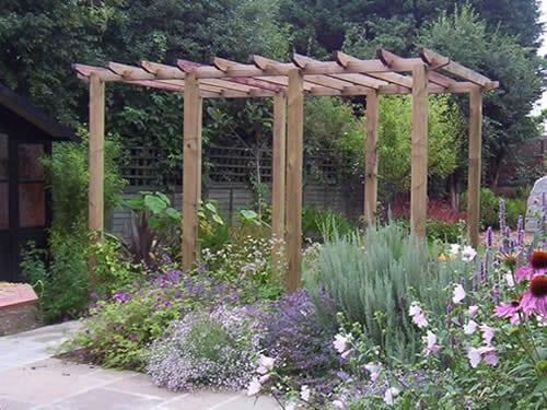 bauerngarten gestalten mit pergola und bauergartenblumen