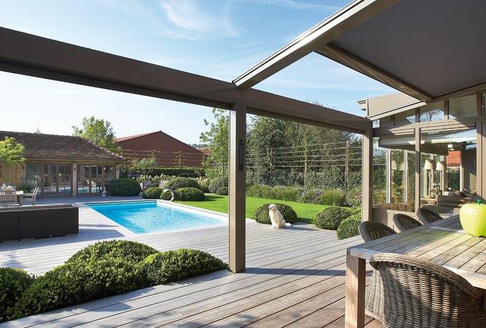 coole Wohnidee für moderne Terrassenüberdachungen mit mobilem Sonnenschutz