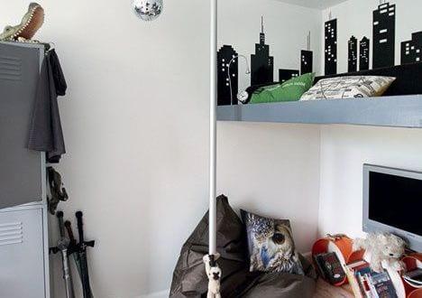 ideen kinderzimmer mit h ngender stange und loft bett freshouse. Black Bedroom Furniture Sets. Home Design Ideas