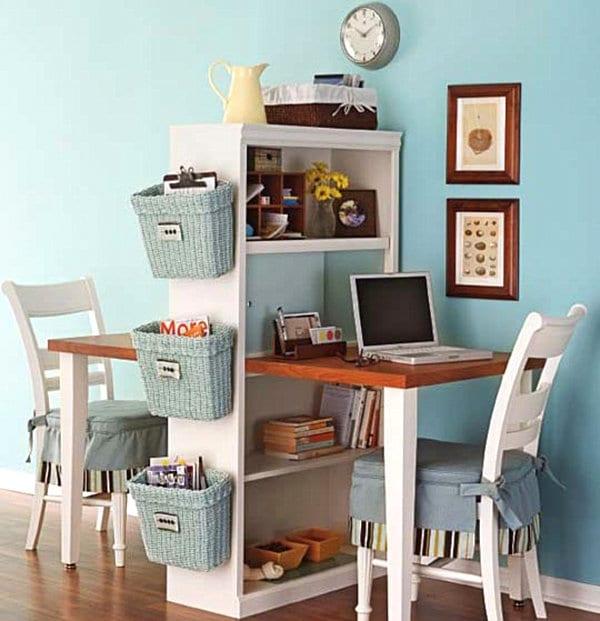 kreative gestaltung kinderzimmer mit Wandfarbe blau und DIY Schreibtisch für zwei