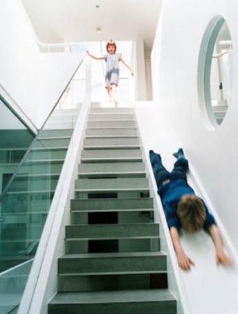 innentreppe mit rutsche für kinder