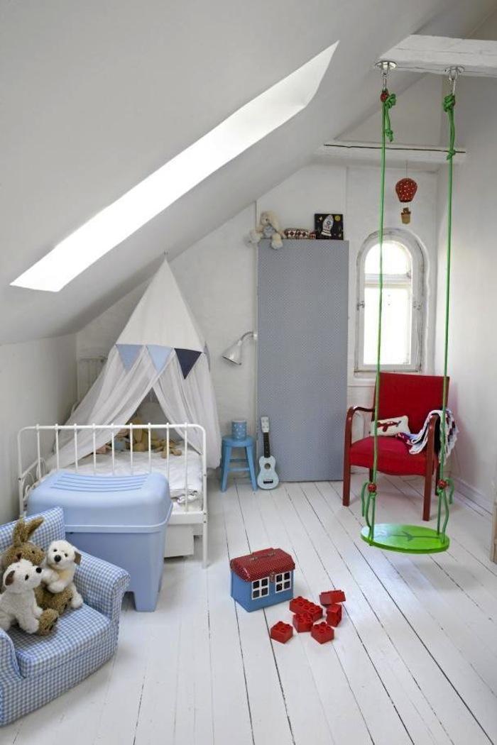 kinderzimmer dachschräge mit dachfenster und holzboden weiß