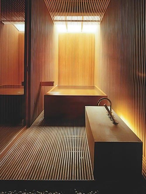 luxus Holz interir design für japanisches badezimmer mit badewanne und waschtisch aus holz