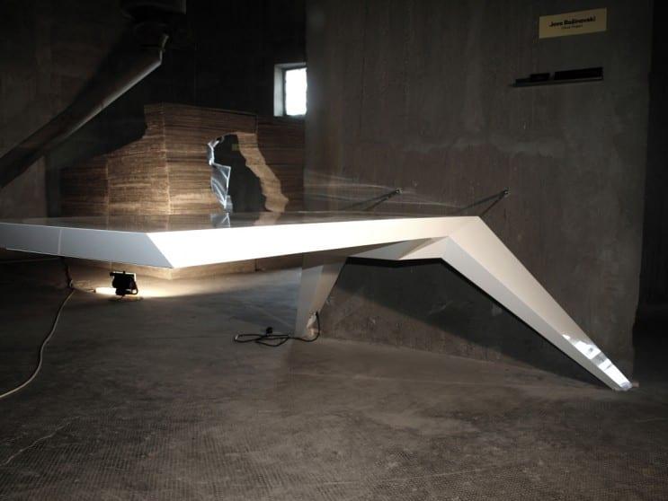 moderner Schreibtisch weiß aus glasfiber
