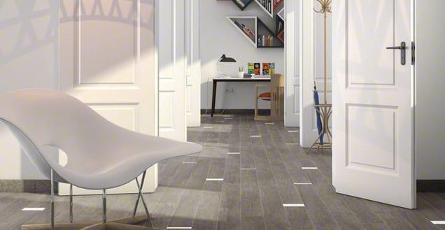 moderne bodenfliesen in holzoptik mit wei en vliesen. Black Bedroom Furniture Sets. Home Design Ideas