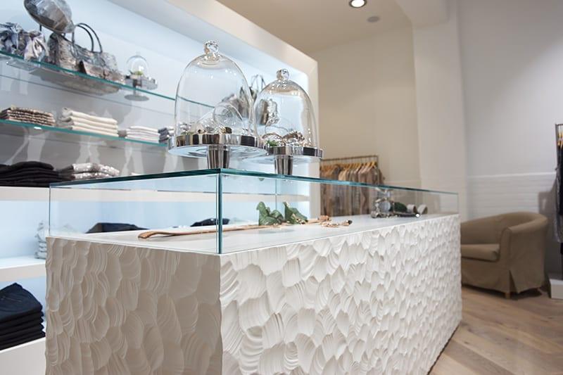 sideboard weiß aus holu mit strukturierter Oberfläche