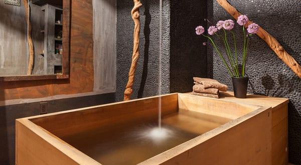 modernes badezimmer holz design mit freistehender rechteckiger badewanne holz freshouse. Black Bedroom Furniture Sets. Home Design Ideas