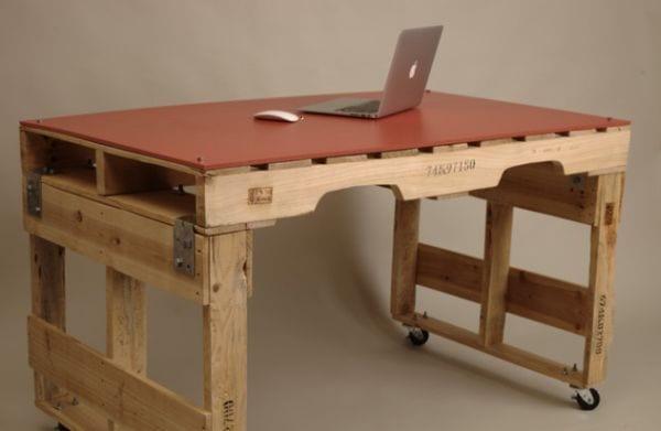 DIY Schreibtisch aus europaletten