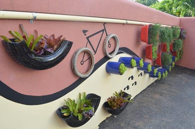 gartenmauer gestalten mit autoreifen und DIY Garten vertikal