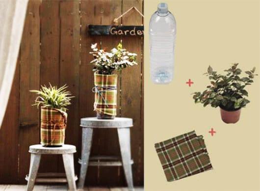 Deko basteln mit Plastikflaschen und Blumen