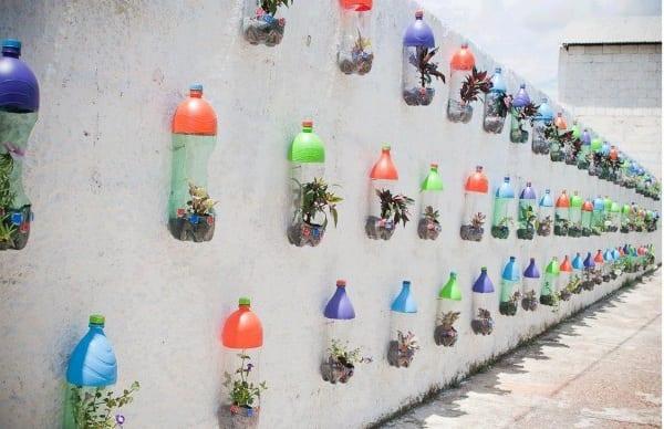 bastelidee mit rezyklierten Plastikflaschen