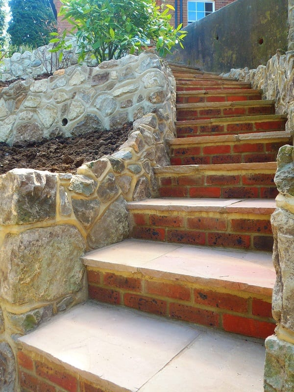 gartentreppe selber bauen mit ziegeln und naturstein