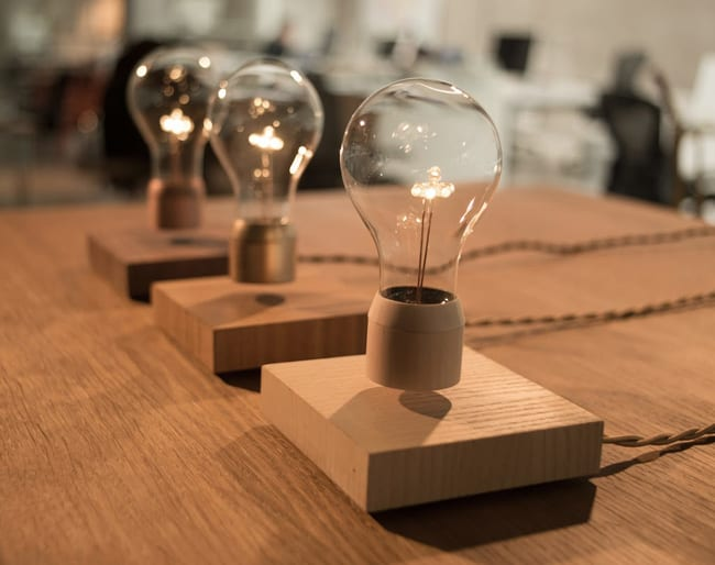 moderne lampen als freischwebende Tischleuchten