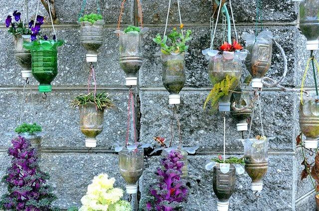 bastelideen mit PET-Flaschen für diy Blumentöpfen