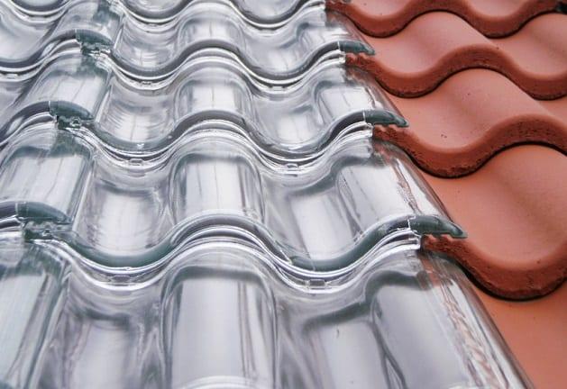 innovative Solaranlage mit Glasdachziegeln
