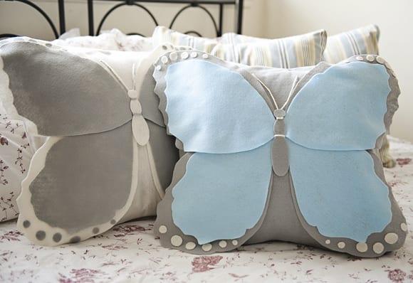 coole Bastelidee für DIY Schmetterling kissen in grau und blau