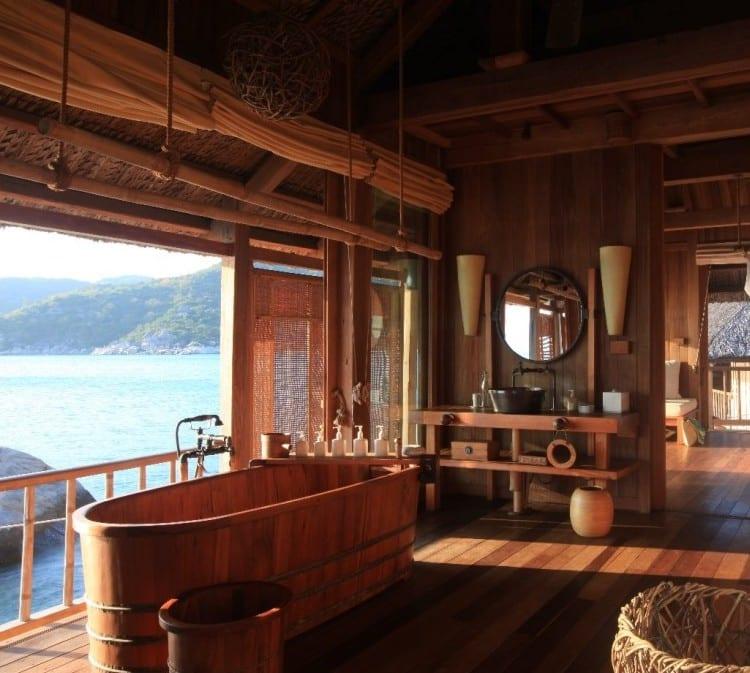 luxus haus aus holz mit badezimmer holz und badeausstattung holz