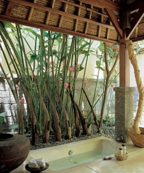 badezimmerideen für überdachte Badewanne im Garten