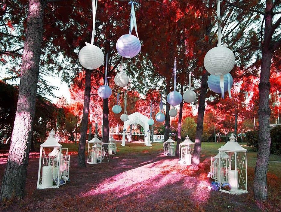 idee für dekoration von gartenhochzeit in weiß