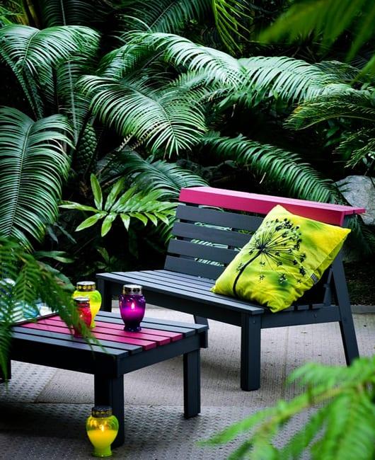 coole garteneinrichtung mit DIY Gartenmöbel aus Holz in grau und pink
