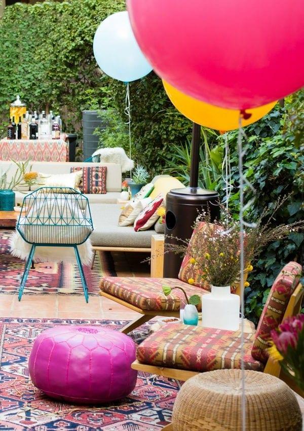 gartenparty auf die terrasse mit Teppich und polstersofa weiß