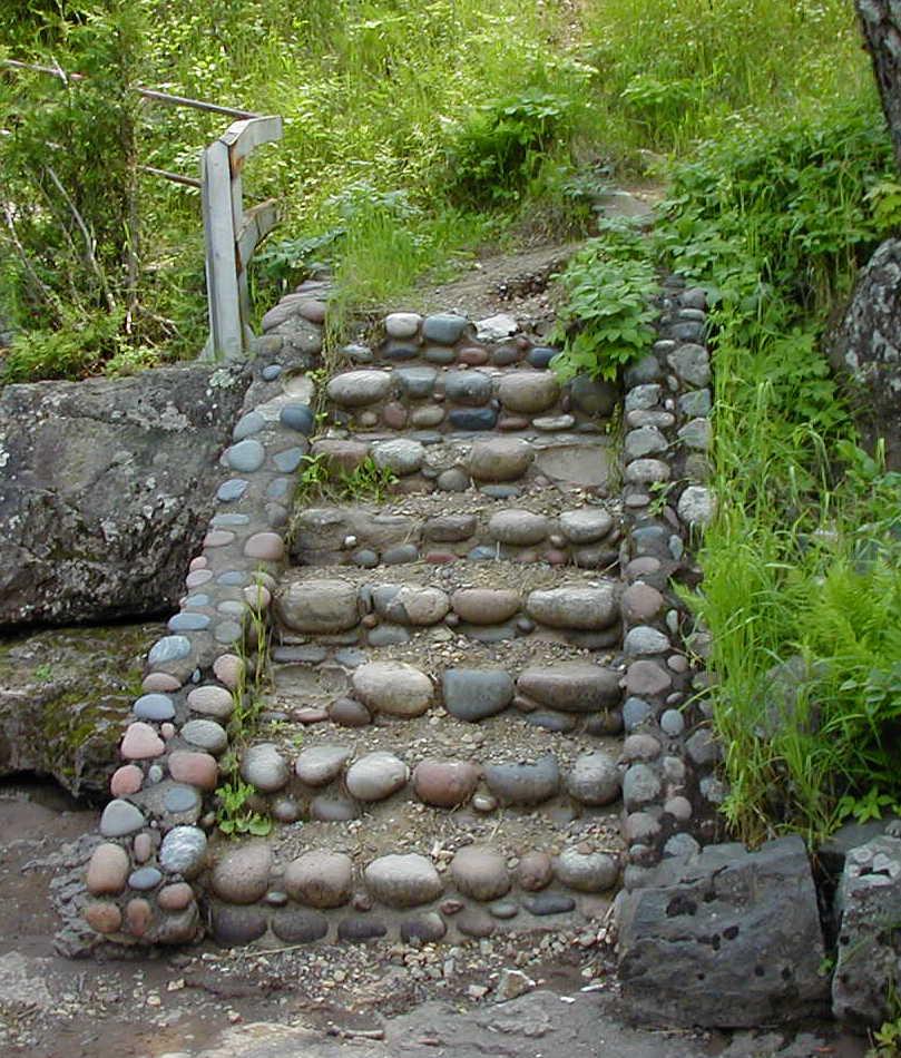 DIY Gartentreppe aus Flußsteinen