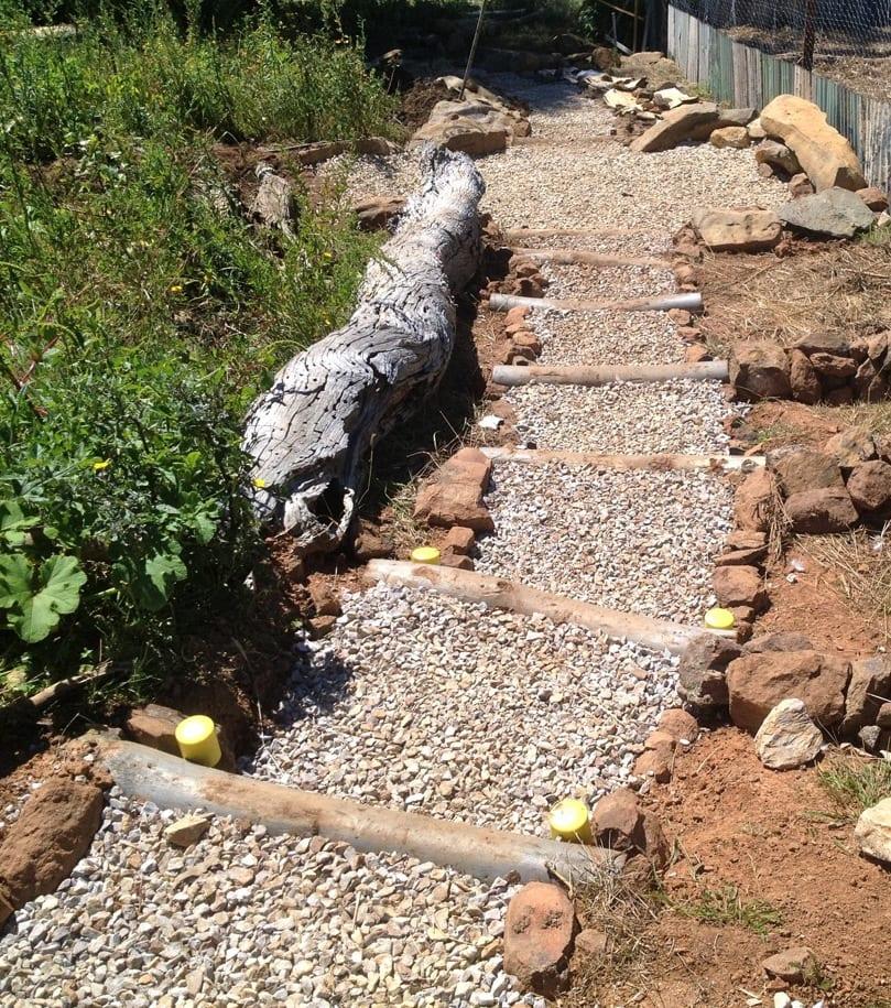 super coole idee für DIY Gartentreppe aus rundholz