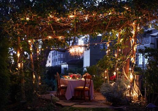 schöne gartenidee für dekoration mit gartenlampen