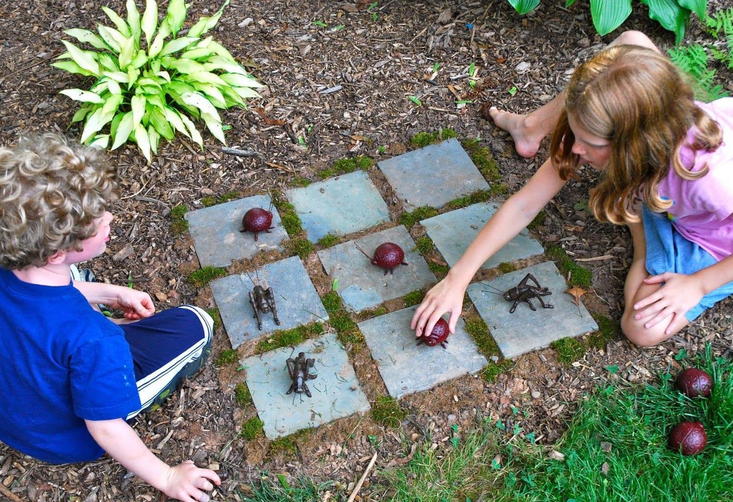 Idee Für Kinderspiele Außen. DIY Kinderspielplatz Aus Naturmaterialien