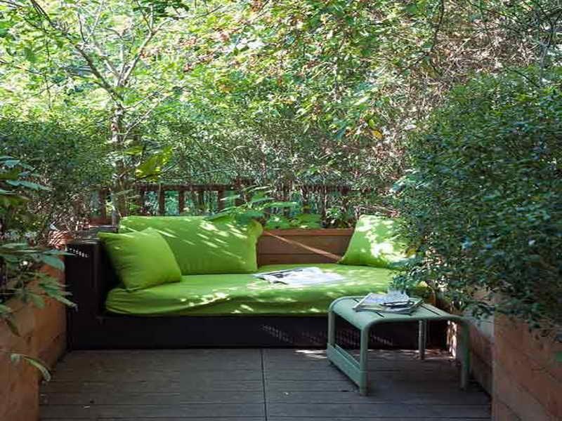 coole Einrichtung kleiner Terrassen mit Holzboden