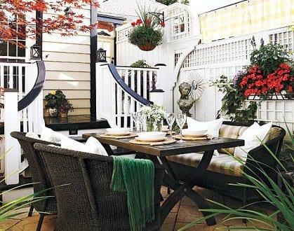 kleiner garten einrichten mit gartenm beln als kleines wohnzimmer im hofgarten freshouse. Black Bedroom Furniture Sets. Home Design Ideas
