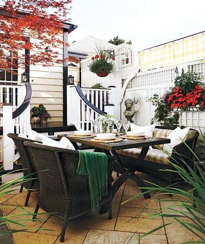Hofgarten mit Esstisch einrichten als kleiner Traumgarten