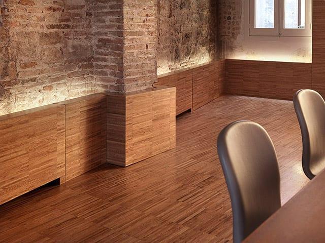 kreative Materialkombination von Holz und Ziegel als Idee für Wohnungsrenovierung