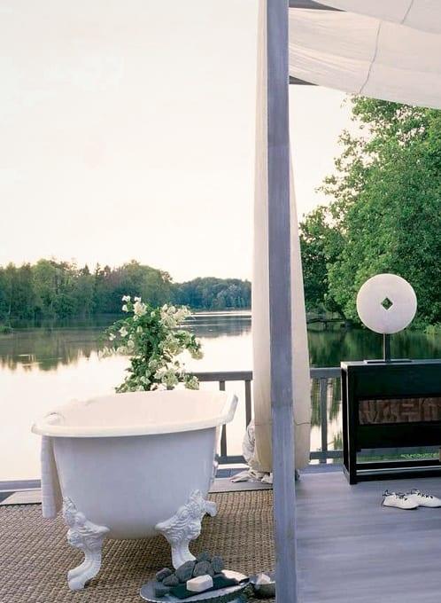 Terrassengestaltung mit Terrassenüberdachung und badewanne freistehend