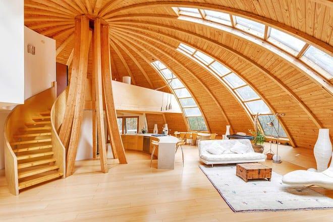 wohnzimmer holz inspirationen mit Holztreppe und offener Küche holz