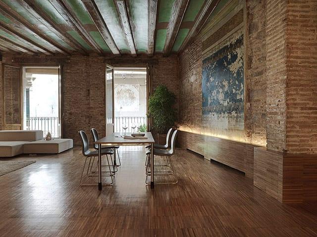 renovierungsideen für Wohnungen mit Ziegelwänden und große Fenstertüren aus Holz