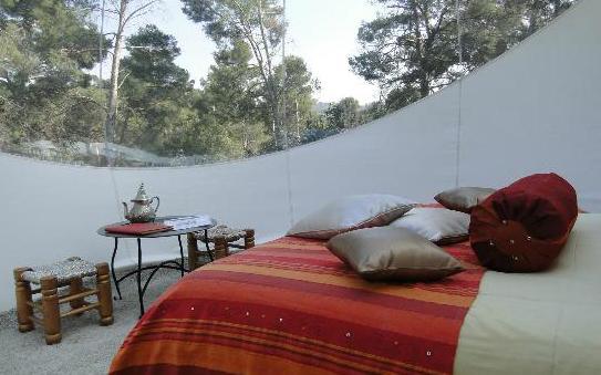 gartenhaus mit schlafzimmer im bubblezelt weiß