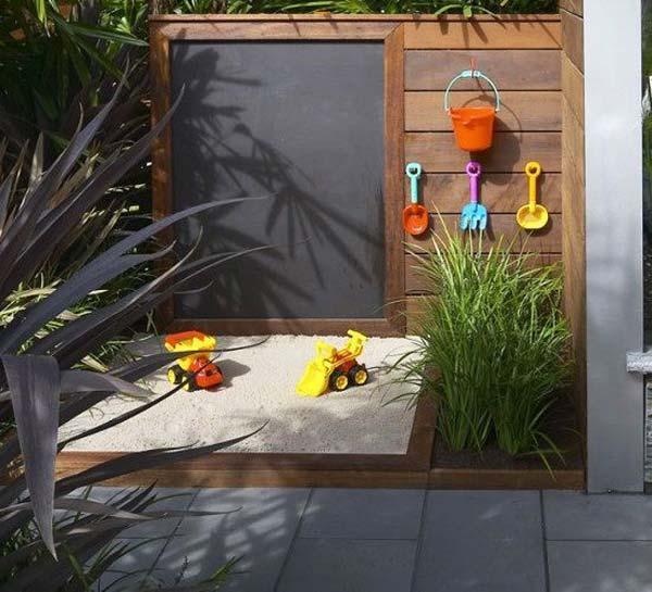 DIY Kinderspielplatz mit Sandkasten und Kreidetafel