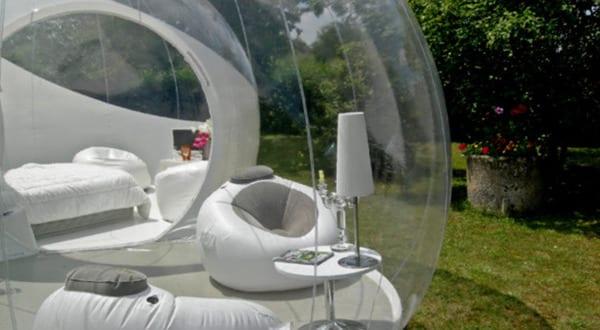 Schlafen unter Sternen im Bubble-Zelt