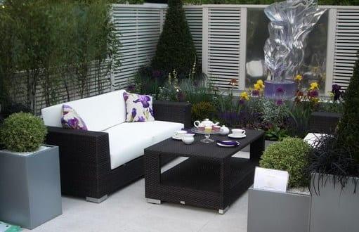 schwarze rattanm bel f r kleines wohnzimmergestaltung drau en im garten freshouse. Black Bedroom Furniture Sets. Home Design Ideas