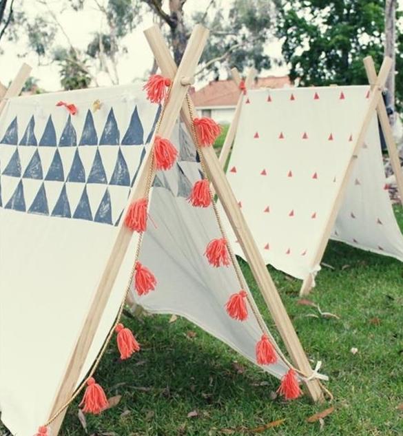 kinderspielplatz im freien mit DIY Zelt