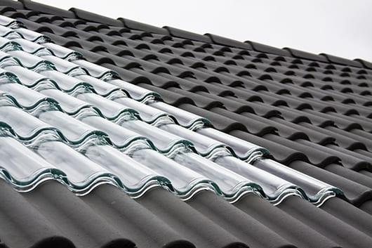 kreative Dacheindeckung mit Glasdachziegeln