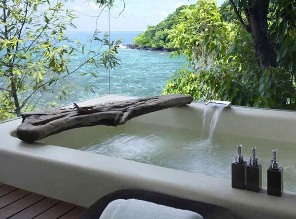 modernes badezimmer holz mit luxus badewanne und coole badezimmer deko idee