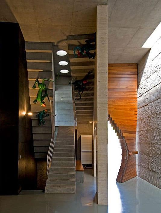 modernes haus mit betontreppe und flur deko ideen _wand streichen iden für betonwand
