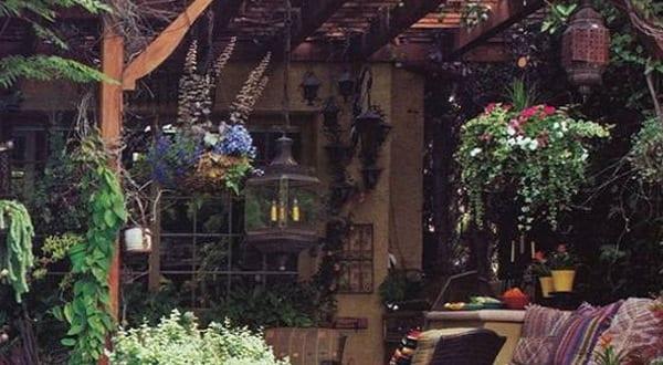 wohnzimmer im garten einrichten mit pergola und kletterpflanzen freshouse. Black Bedroom Furniture Sets. Home Design Ideas
